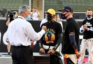 Chase Carey, Chairman, Formula 1, says farewell to the drivers on the grid and is presented with a commemorative signed helmet