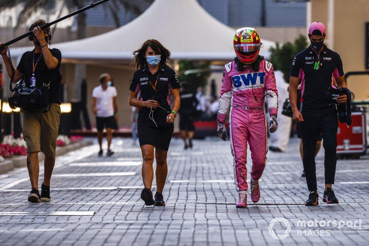 Sergio Pérez, Racing Point, regresa después de retirarse de la carrera