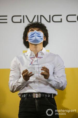 Yuki Tsunoda, Carlin with the Anthoine Hubert Award Trophy