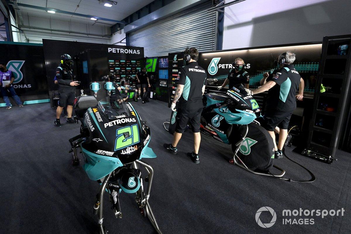 Petronas Yamaha SRT garage