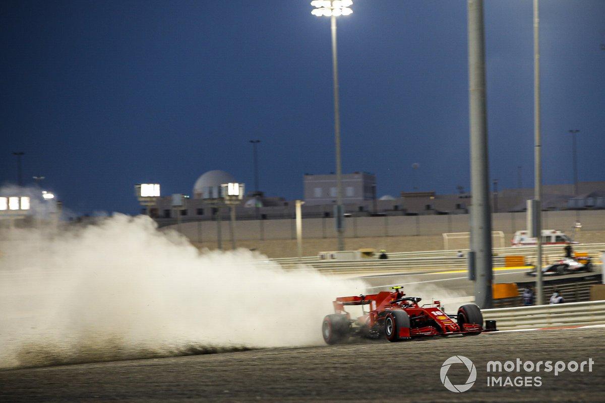 Charles Leclerc, Ferrari SF1000, se va a la grava