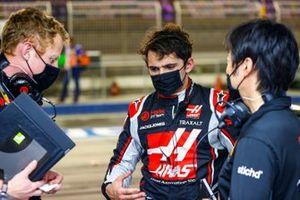 Pietro Fittipaldi, Haas F1, with Ayao Komatsu, Chief Race Engineer, Haas F1
