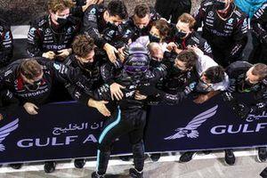Winnaar Lewis Hamilton, Mercedes in Parc Ferme