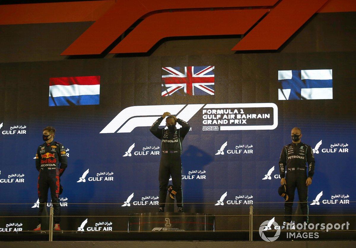 Podio: ganador Lewis Hamilton, Mercedes, segundo lugar Max Verstappen, Red Bull Racing y el tercer lugar Valtteri Bottas, Mercedes