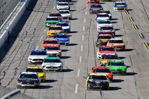 Aric Almirola, Stewart-Haas Racing, Ford Mustang Smithfield y Ryan Blaney, Team Penske, Ford Mustang Menards/Sylvania