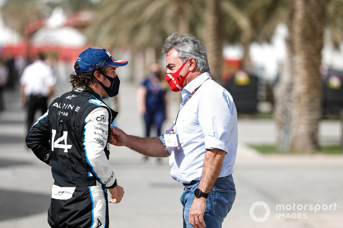 Fernando Alonso, Alpine F1, chats with Carlos Sainz Sr. in the paddock