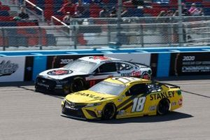 Kyle Busch, Joe Gibbs Racing, Toyota Camry STANLEY, Kevin Harvick, Stewart-Haas Racing, Ford Mustang Jimmy John's