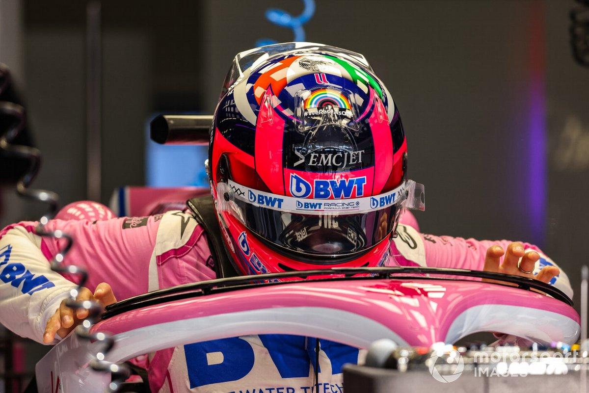 Sergio Perez, Racing Point, aracına biniyor