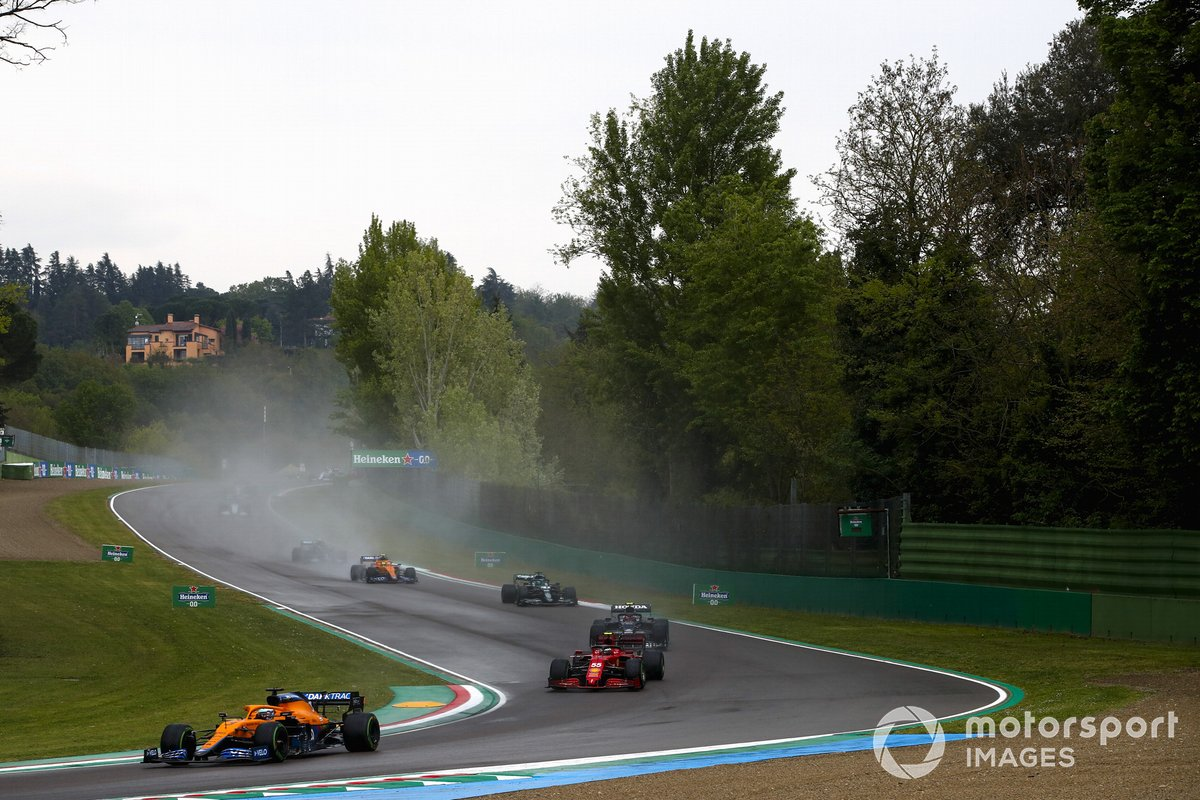 Daniel Ricciardo, McLaren MCL35M, Carlos Sainz Jr., Ferrari SF21, Pierre Gasly, AlphaTauri AT02