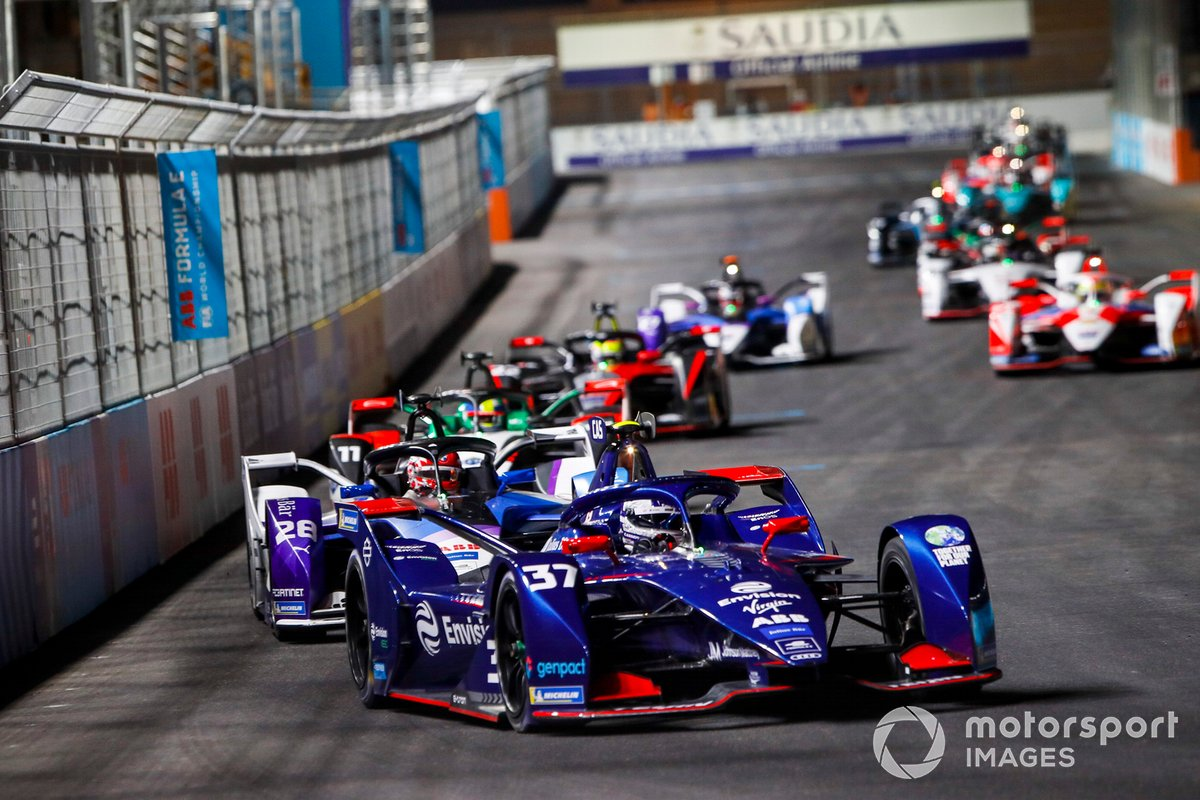 Nick Cassidy, Envision Virgin Racing, Audi e-tron FE07, leads Maximilian Guenther, BMW I Andretti Motorsports, BMW iFE.21, and Lucas Di Grassi, Audi Sport ABT Schaeffler, Audi e-tron FE07