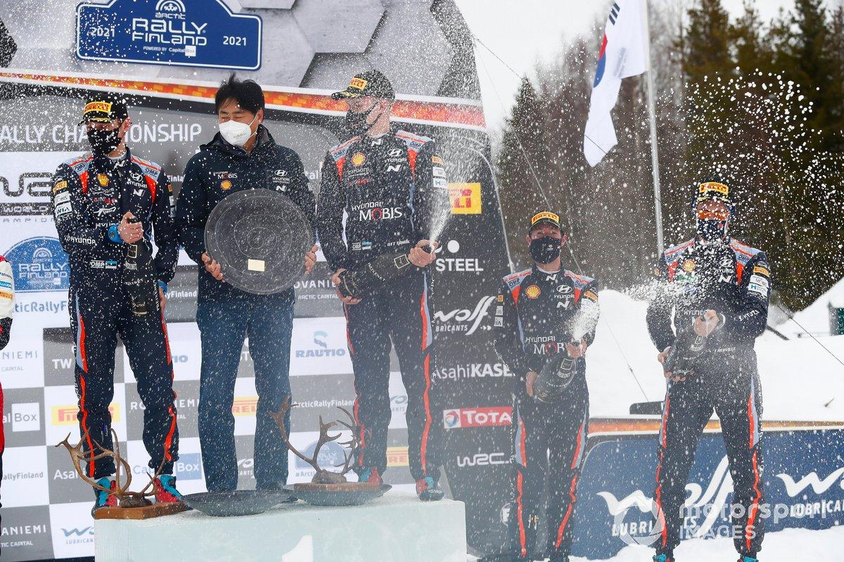 Podio: Ott Tänak, Martin Järveoja, Hyundai Motorsport Hyundai i20 Coupe WRC, Thierry Neuville, Martijn Wydaeghe, Hyundai Motorsport Hyundai i20 Coupe WRC