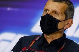 Гюнтер Штайнер. руководитель Haas F1, на пресс-конференции