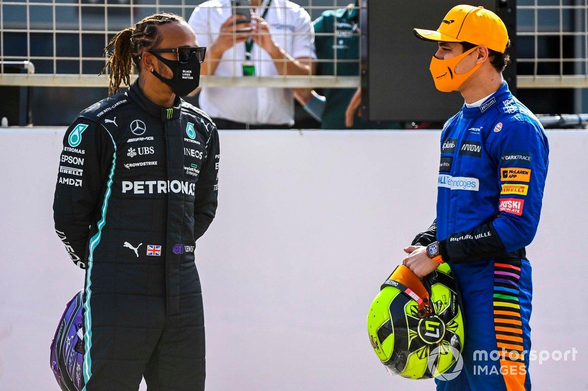 Lewis Hamilton, Mercedes, con Lando Norris, McLaren
