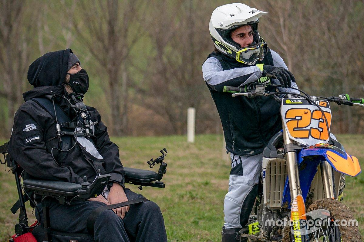 Bryan Toccaceli, coach de la VR46 Riders Academy, con Niccolò Antonelli