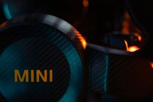 Gros plan sur la MINI Electric Pacesetter, voiture de sécurité de la Formule E