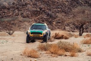 #335 X-Raid Mini JCW Rally Team: Guilherme Spinelli, Youssef Haddad