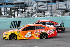 Ryan Newman, Roush Fenway Racing, Ford Mustang Oscar Mayer Hot Dogs, Martin Truex Jr., Joe Gibbs Racing, Toyota Camry Bass Pro Shops