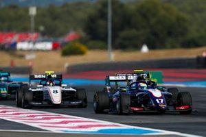 Devlin DeFrancesco, Trident, leads Fabio Scherer, Sauber Junior Team by Charouz