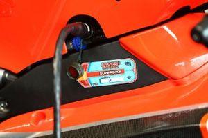 Un autocollant des vérifications techniques sur la moto de Chaz Davies, Aruba.it Racing-Ducati Team