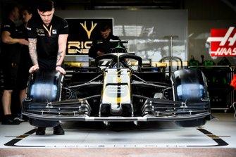 Coche de Romain Grosjean, Haas F1 Team VF-19 en el garaje