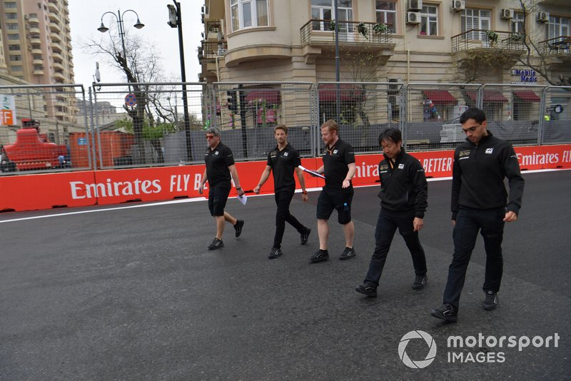 Romain Grosjean, Haas F1 walks the track with his engineers