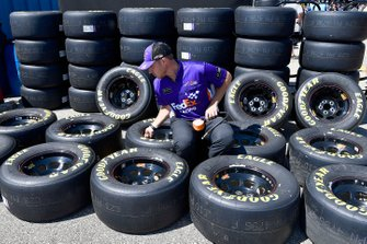Denny Hamlin, Joe Gibbs Racing, Toyota Camry FedEx Freight crew