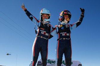 Thierry Neuville, Nicolas Gilsoul, Hyundai Motorsport Hyundai i20 Coupe WRC celebra la victoria