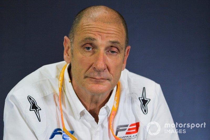 Bruno Michel alla conferenza stampa per le nuove gomme F2