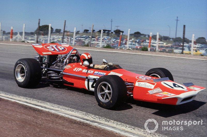 Среди тех, кому не повезло, оказались победитель британского Гран При 1968 года Йо Зифферт (March, на фото) и еще четверо пилотов.