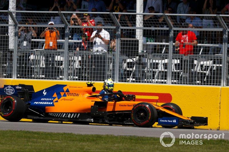Lando Norris, McLaren MCL34, con daños