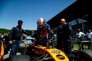Carlos Sainz Jr., McLaren, sur la grille