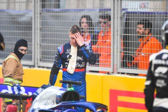 Daniil Kvyat, Toro Rosso after crashing in FP2