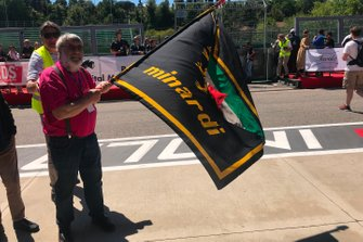 Fan with a Minardi flag