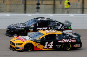 Clint Bowyer, Stewart-Haas Racing, Ford Mustang Haas Automation, Quin Houff, Spire Motorsports, Chevrolet Camaro OilFire Rye Whiskey