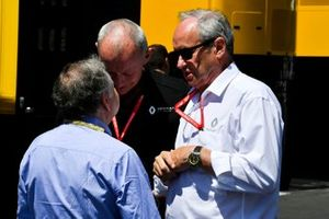 Jean Todt, President, FIA, with Renault F1 Team members