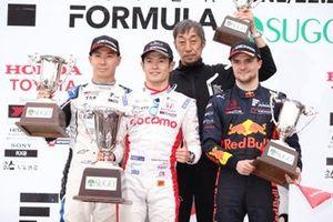 Подиум: победитель Наоки Ямамото, DoCoMo Team Dandelion Racing, второе место – Камуи Кобаяши, carrozzeria Team KCMG, третье место – Лукас Ауэр, B-MAX Racing with Motopark