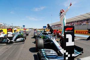Lewis Hamilton, Mercedes AMG F1 W10, festeggia dopo aver preso la Pole Position