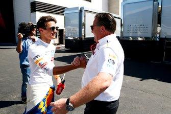 Lando Norris, McLaren, and Zak Brown, Executive Director, McLaren, celebrate a good result in Qualifying