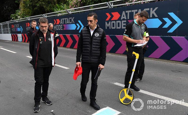 Sébastien Buemi, Nissan e.Dams, fait un trackwalk