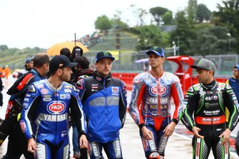 Cortes, Alex Lowes, Pata Yamaha, Michael van der Mark, Pata Yamaha, Leon Haslam, Kawasaki Racing Team leaving riders briefing