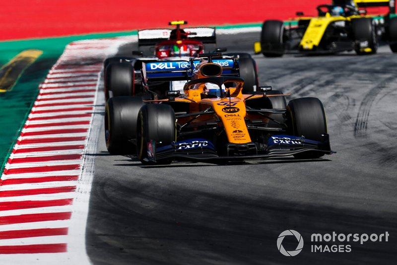 Carlos Sainz Jr., McLaren MCL34, leads Antonio Giovinazzi, Alfa Romeo Racing C38, and Daniel Ricciardo, Renault R.S.19