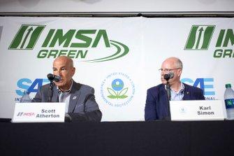 Conferencia de prensa de IMSA Green. El director ejecutivo de IMSA, Scott Atherton, Karl Simon. Director, TCD de la US EPA. Director de la División de Transporte y Clima de la US EPA. SAE, Smartway