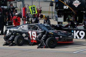 Brandon Jones, Joe Gibbs Racing, Toyota Supra 1st Foundation pit stop