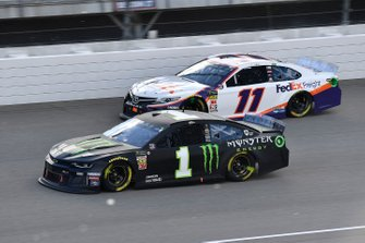 Kurt Busch, Chip Ganassi Racing, Chevrolet Camaro Monster Energy and Denny Hamlin, Joe Gibbs Racing, Toyota Camry FedEx Freight