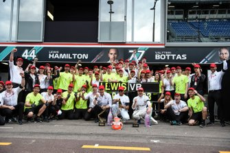Lewis Hamilton, Mercedes AMG F1, 1st position, Valtteri Bottas, Mercedes AMG F1, 3rd position, Toto Wolff, Executive Director (Business), Mercedes AMG, and the Mercedes team celebrate