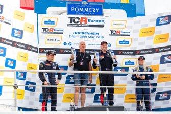 Podio: il vincitore della gara Julien Briché, JSB Compétition Peugeot 308 TCR, il secondo classificato Aurélien Comte, DG Sport Compétition Peugeot 308 TCR, la terza classificata Jessica Bäckman, Target Competition Hyundai i30 N TCR
