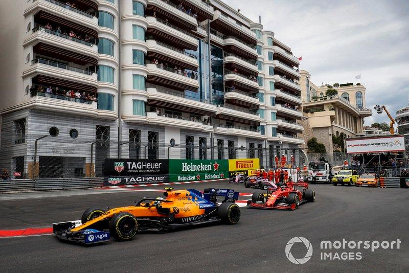 Lando Norris, McLaren MCL34, Charles Leclerc, Ferrari SF90, y Lance Stroll, Racing Point RP19