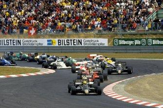 Start zum GP Deutschland 1985 auf dem Nürburgring: Ayrton Senna, Lotus 97T, führt