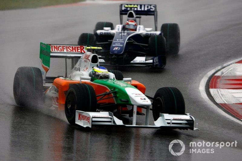 Giancarlo Fisichella, Force India VJM02, devance Kazuki Nakajima, Williams FW31