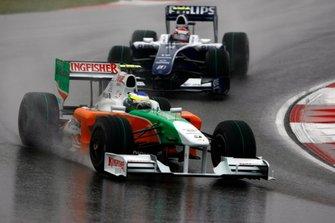 Giancarlo Fisichella, Force India VJM02, leads Kazuki Nakajima, Williams FW31